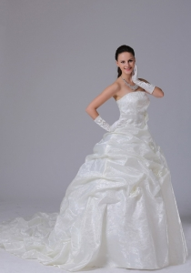 Traditional Pick-ups Wedding Dress With Sash Court Train