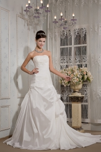Taffeta Appliques Wedding Dress Strapless Ruched Court Train