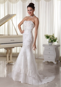 Fashionable Mermaid Wedding Dress Appliques Beading Sweep Train