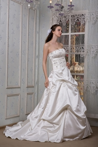 Beading Wedding Gown A-line Court Train Strapless Appliques