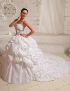 Puffy Wedding Gowns Appliques Taffeta Pick-ups Chapel Train