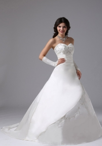 Brush Train Bridal Dress Embroidery Sweetheart Ball Gown