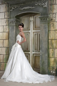 Organza Appliques Chapel Train Beaded Wedding Dresses