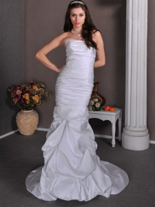 Ruched Pick-ups Wedding Dresses Taffeta Strapless Brush Train