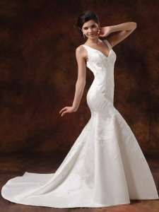 V-neck Embroidery Bridal Wedding Dresses Court Train