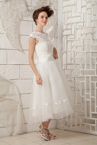 Bateau Lace Outdoor Wedding Dresses For Brides Tea-length