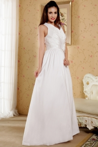 Best V-neck Straps Taffeta Hand Made Flowers Wedding Dress