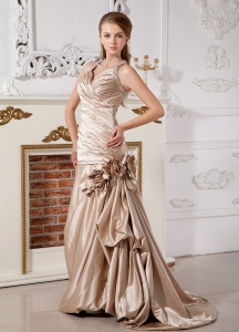 Champagne Halter V-neck Ruched Wedding Dress with Flowers