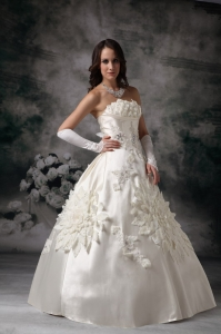 Appliques Strapless Floor-length Satin Wedding Dress