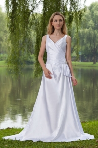 Taffeta Beading V-neck Conrt Train Wedding Dresss