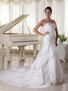Layers Beading Sweetheart Chapel Train Wedding Gown