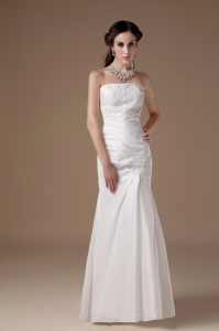Strapless Appliques Floor-length Satin Wedding Dress