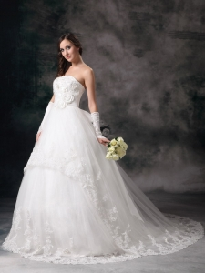 Strapless Wedding Dress Chapel Train Lace Handle Flowers
