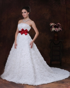Strapless Wedding Dress Wine-red Ribbons Brush Rose Pattern