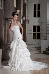 Sweetheart Mermaid Taffeta Sweep Train Wedding Dress