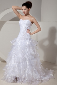 Elegant Sweetheart Brush Tain Flowers Wedding Dress