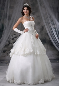Layered Tulle Strapless Wedding Dress Beading Appliques