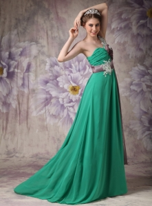 Green One Shoulder Brush Train Applique Prom Dress