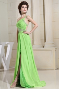 Spring Green Prom Dress With Slit One Shoulder and Beading