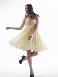 Chiffon Knee-length Light Yellow Homecoming Dress Beading V-neck