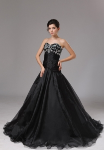 Sweetheart Black Organza Prom Dress With Beaded Decorate