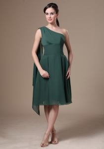 Chiffon Green One Shoulder Bridesmaid Dress in Tea-length