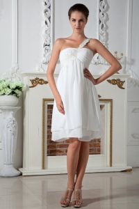 Knee-length White Chiffon Appliques Prom Dress One Shoulder