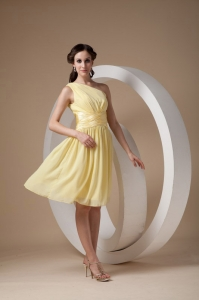 Yellow One Shoulder Ruch Dama Dresses for Quinceanera