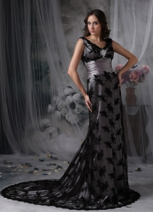 Black Court Train V-neck Lace Prom Celebrity Dress Beaded