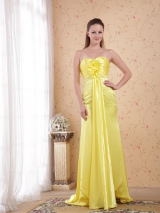 Light Yellow Watteau Train Evening Celebrity Dress Beaded