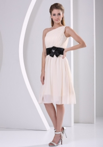 One Shoulder Dama Dress Belt Champagne Knee-length
