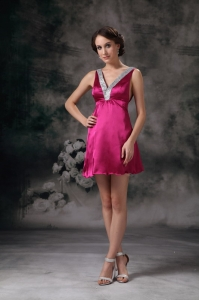 V-neck Beading Prom Cocktail Dress Mini-length Fuchsia