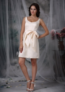 Scoop Mini-length Bow Dama Dresses for Quinceanera