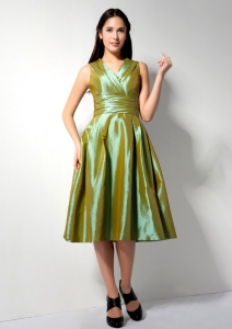 Olive Green V-neck Prom Graduation Dress Tea-length Ruch