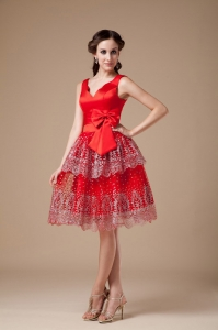 Red V-neck Knee-length Beading Prom Dresses