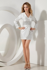 White V-neck Holiday Graduation Dresses Taffeta