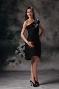 Black Little Black Dresses Asymmetrical Knee-length Satin Beading