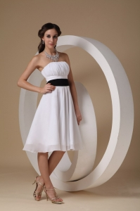 White Bridesmaid Dress Strapless Knee-length Sash A-line