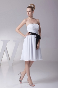 Strapless Chiffon White Knee-length Bridesmaid Dress