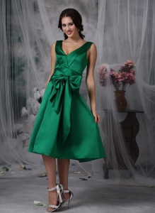 Taffeta Bridesmaid Dress Green V-neck Tea-length Bow Column