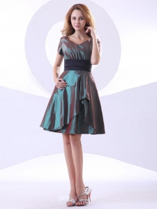 Green V-neck Knee-length Short Sleeves Taffeta Prom Dress