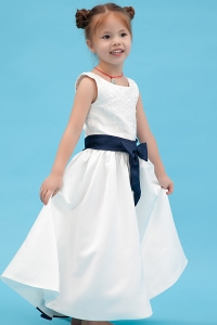 Embroidery Scoop 1st Communication Flower Girl Dress