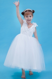 Hand Made Flowers V-neck Tulle Little Flower Girl Dress