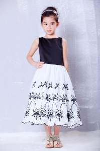 White and Black Scoop Embroidery Flower Girl Dress