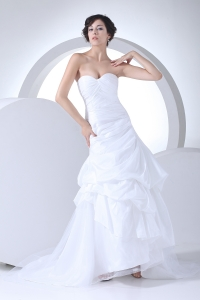 Sweetheart A-line Ruching Brush Train Wedding Dress