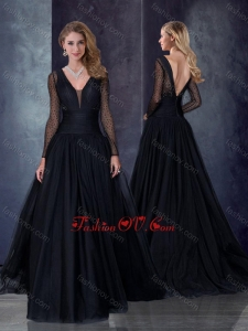2016 Beautiful Deep V Neckline See Through Black Dama Dress with Brush Train