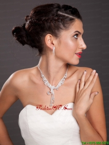Luxurious Imitation Pearl Ladies Jewelry Set Including Necklace And Earrings