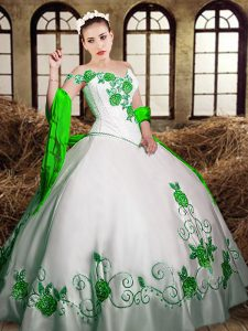 White Sweetheart Neckline Embroidery Vestidos de Quinceanera Sleeveless Lace Up