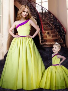One Shoulder Sleeveless Prom Dresses Floor Length Ruching Yellow Satin