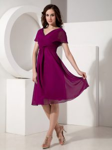 Fine Purple Short Sleeves Knee Length Ruching Zipper Mother Dresses